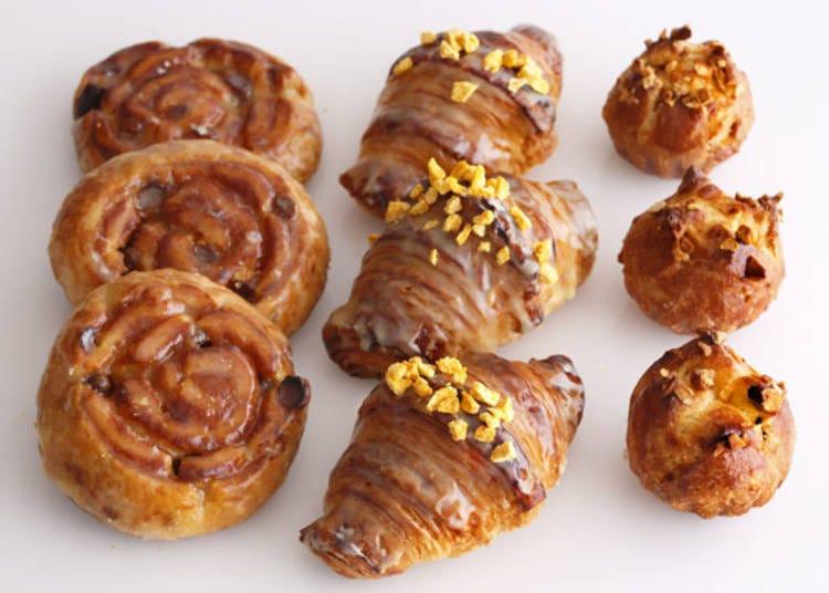 随时备有25种面包的自助早餐
