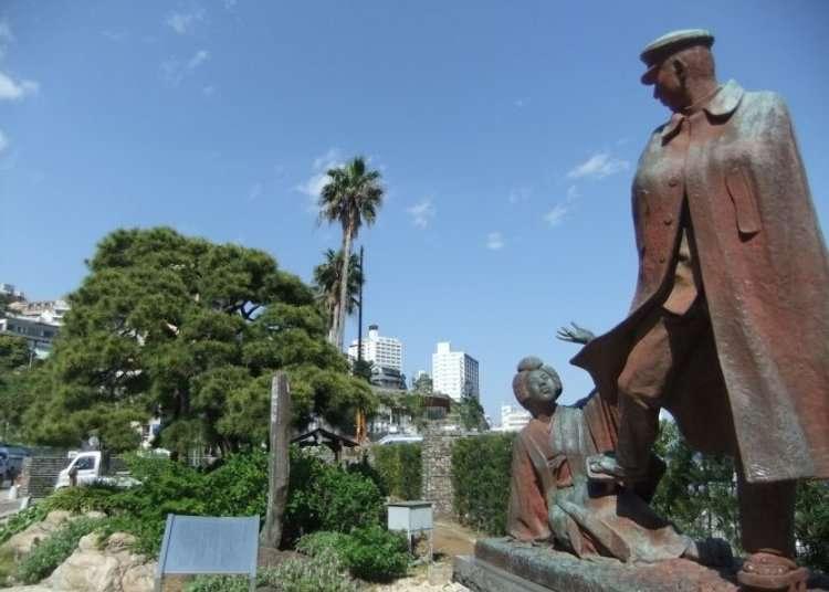 유명 문학작품의 동상이 있는 사진 명소