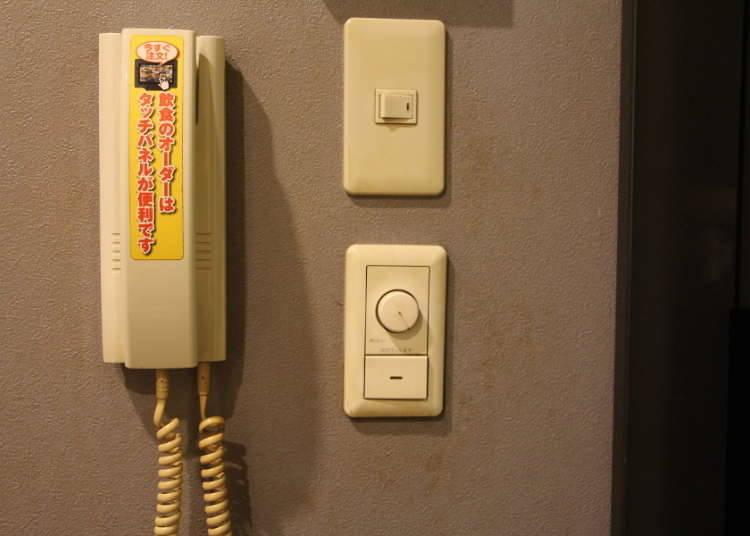 Apa Kegunaan Pesawat Telepon yang Ada di Ruang Karaoke?