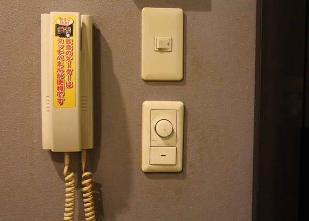 Apakah Fungsi Telefon di dalam Bilik Karaoke?