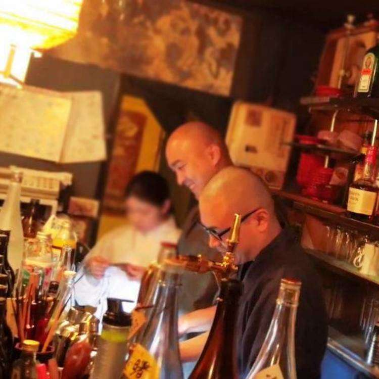(Video) Visit to Vowz Bar: Drinking with legit monks in Tokyo!