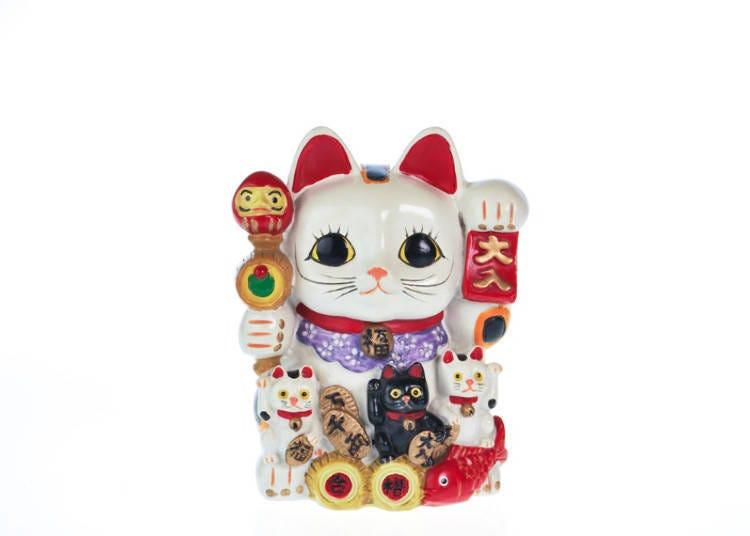 注意观察招财猫携带的物品!