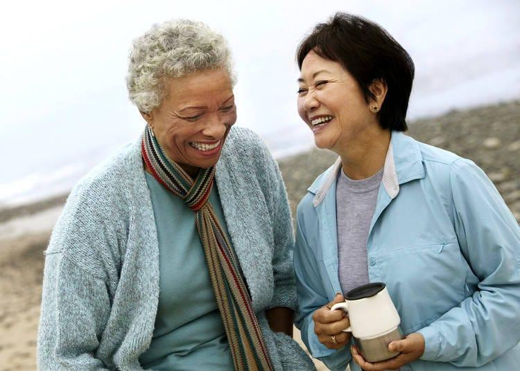 เอาล่ะลองพูดภาษาญี่ปุ่นกับคนอื่นดูสิ! คาโนะโจวะ ยาซาชี่! (เธอใจดีจัง) คาเหระวะสุเตขิ! (เขาช่างดีจริงๆ)
