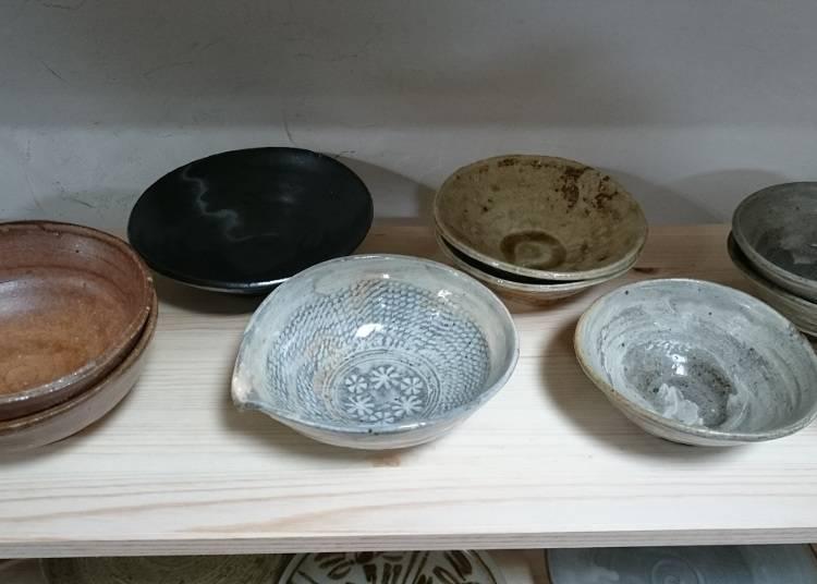 可以買到藝術家手工製作的唯一作品─「茶碗屋Komiku」