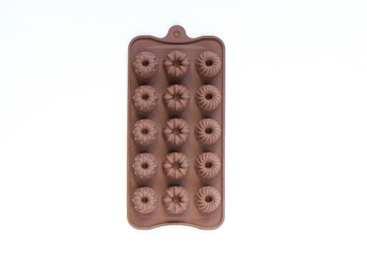 用可爱模型做出各种造型的巧克力吧!