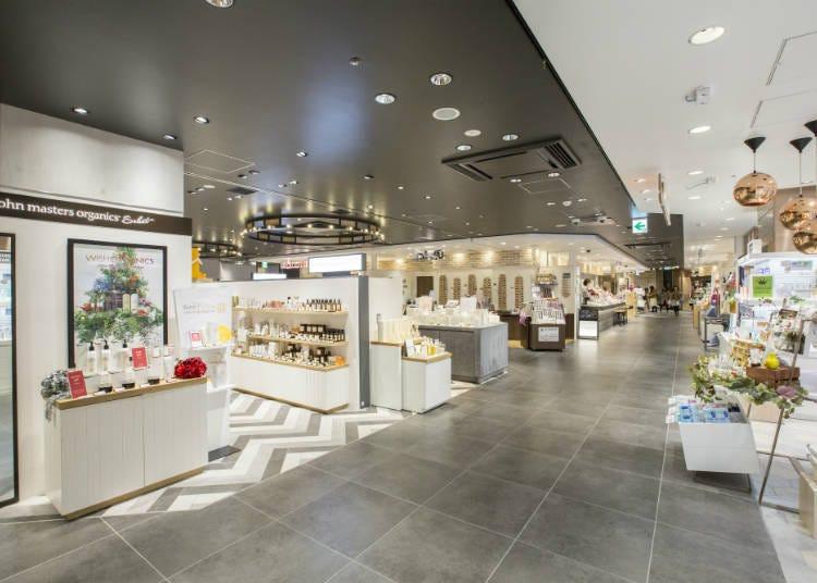 (Belanja) Berbelanja Oleh-Oleh di Pusat Suvenir Baru di Stasiun Tokyo