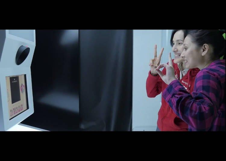 Lights, Camera, Act-cyun! Strike a Pose!