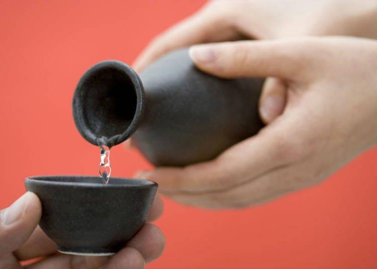 Bonenkai Tips: The Rules of Oshaku Serving