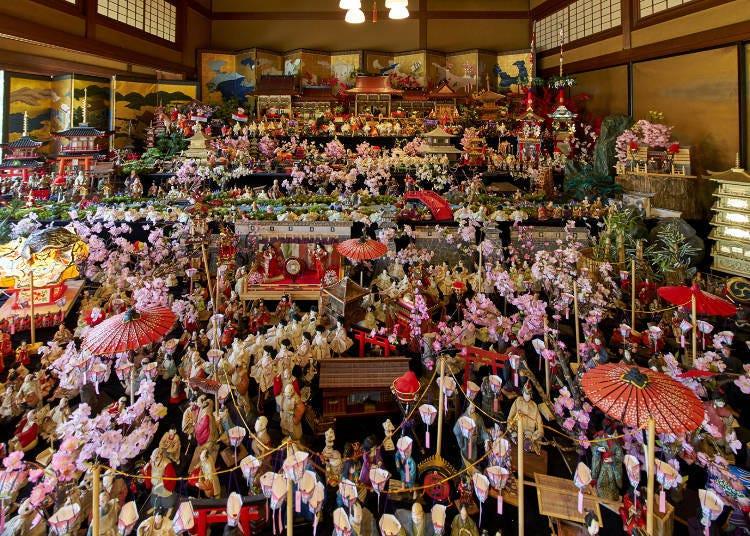 Hyakudan Hinamatsuri - Vintage Dolls from Kyushu