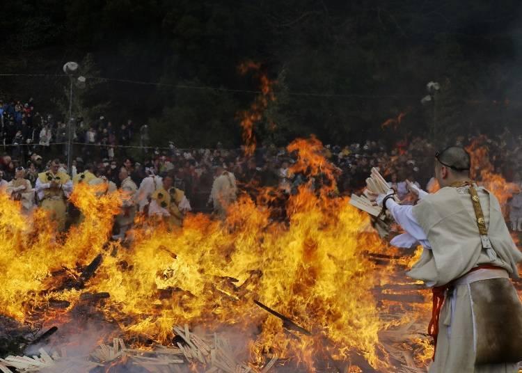 다카오산(高尾山) 히와타리제(불을 건너는 행사)