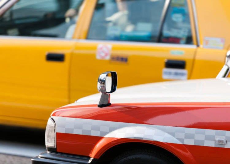 택시요금을 낸다