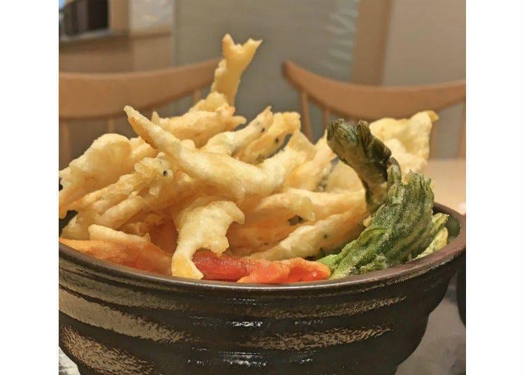 Toyama Shiroebi-tei: Plenty of precious white shrimp! Simple tendon with seafood!