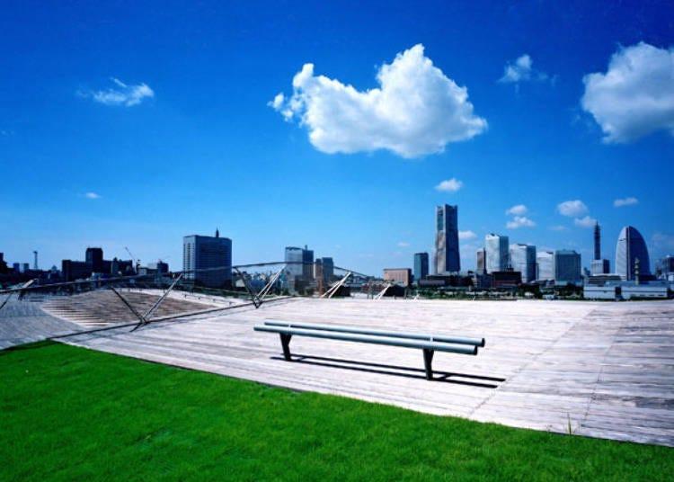360도의 파노라마 경치를 즐길 수 있는 '요코하마항 오산바시 국제여객선 터미널'