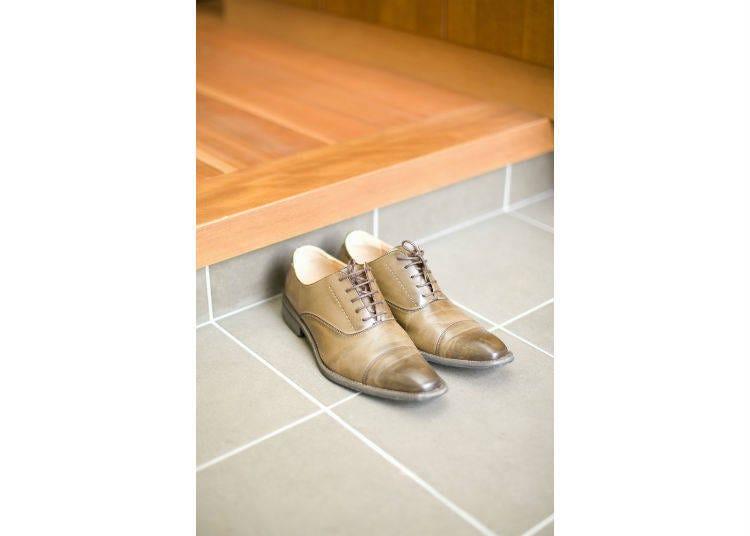 2. 신발을 벗을때는 신발을 정리해서 놓는다.  <급하게 들어가면 지저분한 상태로 들어가게 되는데>