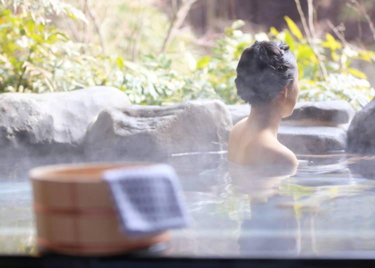 5. 온천, 목욕탕의 욕조에는 타올을 가지고 들어가지 않는게 매너.  <애니메이션 등에서는 캐릭터들이 머리 위에 타올을 잘 올리고 있지만..>