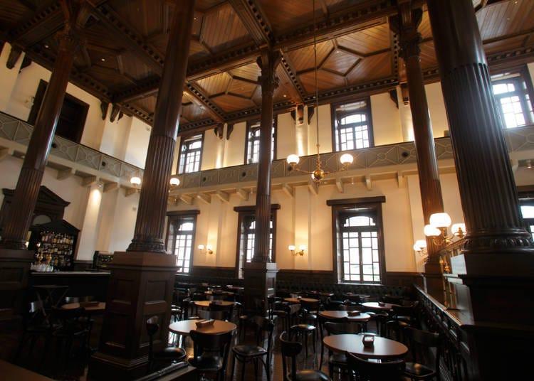 沉浸在現代新古典的空間美之中—典雅上等的咖啡吧