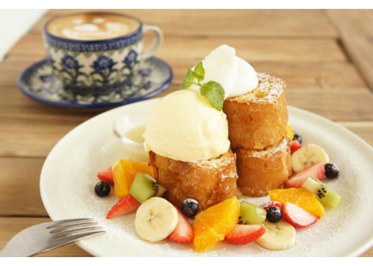 과일이 가득한 일품 프렌치 토스트