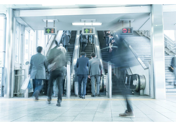 10)日本搭電扶梯要靠左還靠右。
