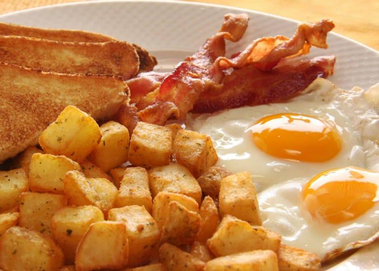 スペインの家庭料理・フライドポテトの目玉焼き添え