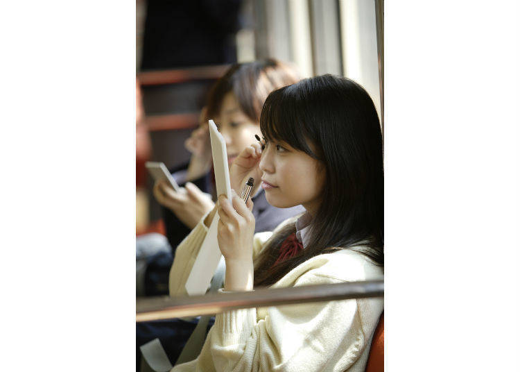 7. How about doing your makeup on the train?