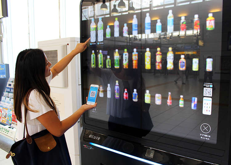 An App For Your Appetite?! Giant Touchscreen Magic with Tokyo's Futuristic, Cashless Vending Machine | LIVE JAPAN travel guide