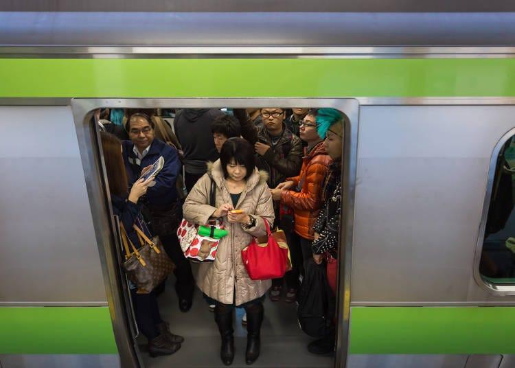 2.列車到站前請勿推擠,要下車時請出聲提示