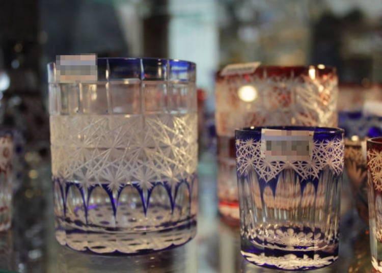 ガラスに模様を刻む日本の伝統工芸を体験
