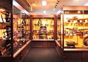 了解日本的传统武器 参观日本刀专卖店