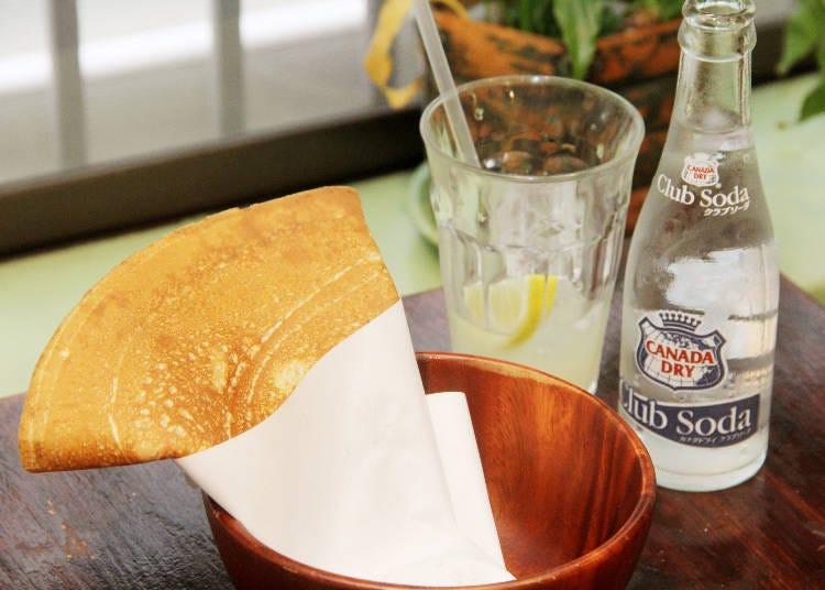 食べ歩きグルメ 9)パリパリ食感のクレープが 地元ファンに愛される「コクリコ御成通り店」