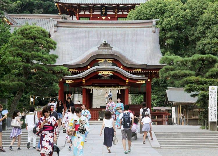 """ศาลเจ้าซึ่งเป็นสัญลักษณ์แห่งเมืองคามาคุระ """"Tsurugaoka Hachimangu"""""""