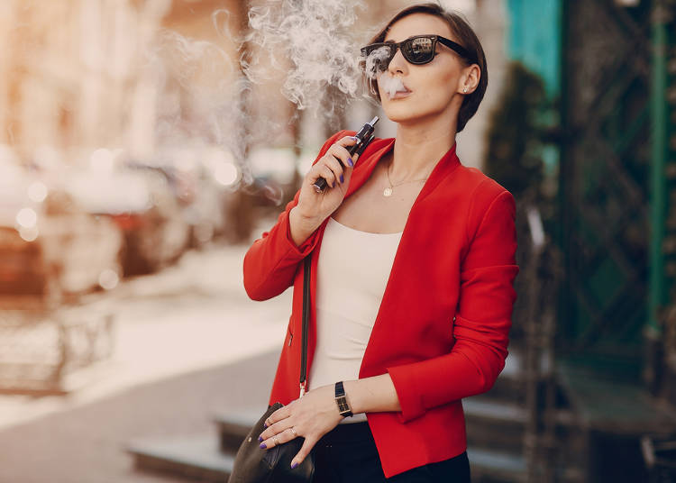 Smoking and Non-Smoking isn't Separated Enough in Cafés and Restaurants (Korean woman, 20s)