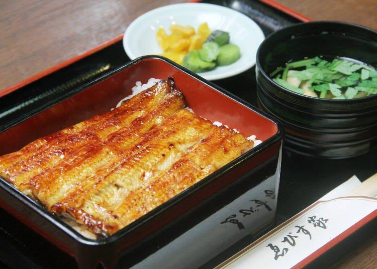 在江戶時代創業的老店「Ebisu家」享用柴又經典美食「鰻魚飯」