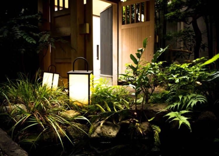 일본의 정서가 넘치는 정원 건너에 위치한 「가구라자카 가네이치」