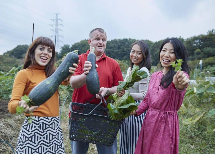 接著來到菜園採收新鮮的食材!