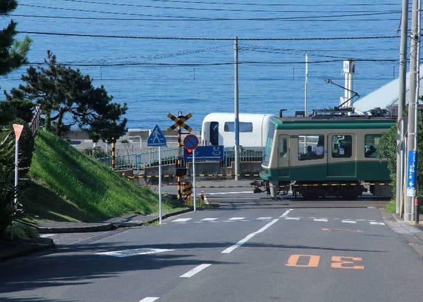 SPOT2)「七高通り」から望む江ノ電とオーシャンビュー
