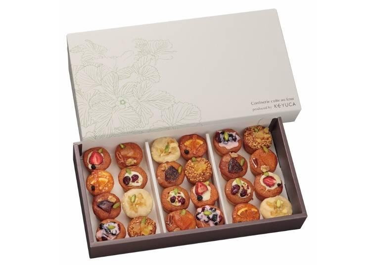 まるでお花畑のようなケーキボックス。「ドルチェフェリーチェ レガロ」の「プチパウンドケーキ(24個入り)/西武新宿ぺぺ