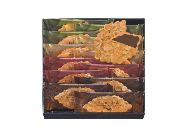 ナッツが香る繊細な味わいのクッキーサンド。「モロゾフ」の「ファヤージュ(12個入)」/西武新宿ぺぺ