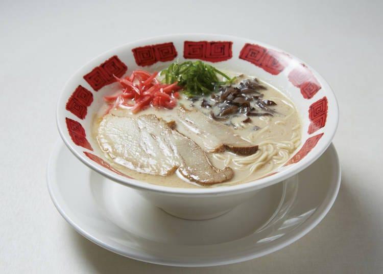 """The arrangement of the ingredients is very beautiful"" / (Original Hakata tonkotsu ramen)"