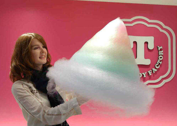 """Video Shows the Insane Colors of Harajuku's """"Totti Candy Factory""""!"""