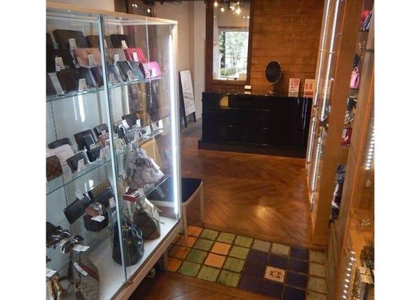 販售從珠寶飾品到家店等五花八門的商品!『大藏質店 赤坂店』