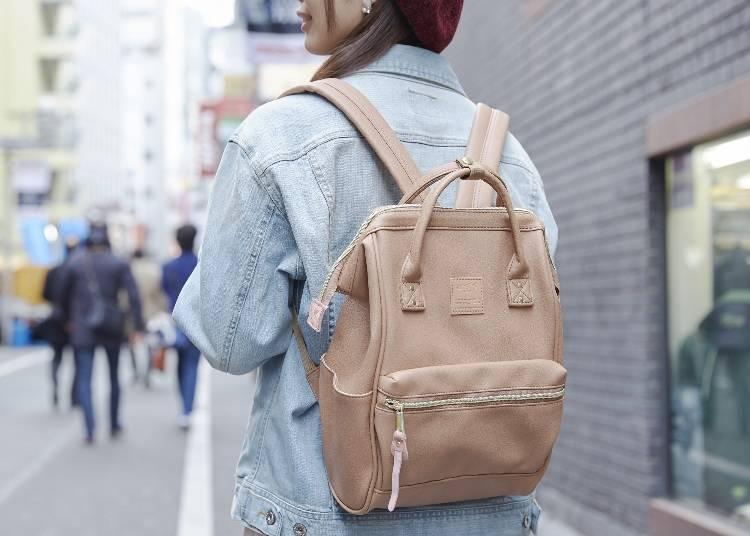 「合成皮口金小後背包」質感與小尺寸非常受到外國人的歡迎!