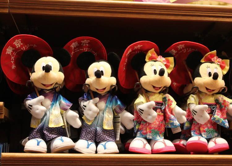 成田機場及導覽小冊子都看得到他們的身影 東京迪士尼樂園 和服米奇&米妮玩偶