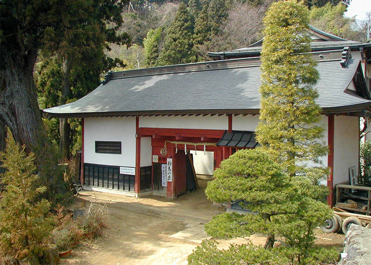 1. Shukubo Komadori Sanso: A Stunning Mountain Lodge near Mitake Shrine (Ome City, Tokyo)