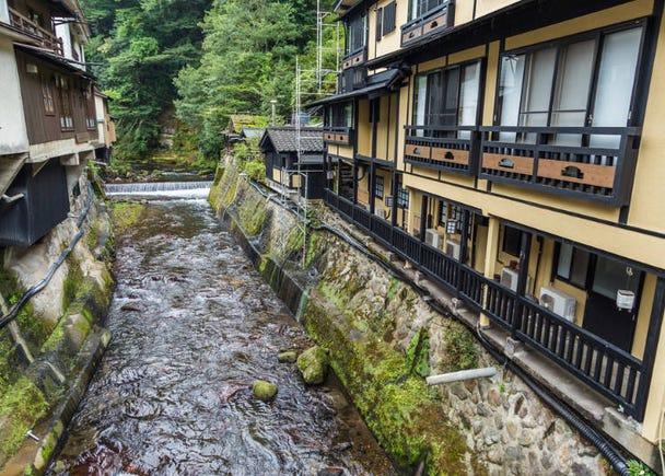 거리 전체가 하나의 온천 여관 구마모토현 구로카와(미나미오구니 온천향)……유황 온천수, 단순 온천수 등
