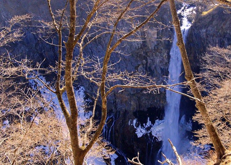 外国人おすすめスポット4)華厳の滝(けごんのたき)