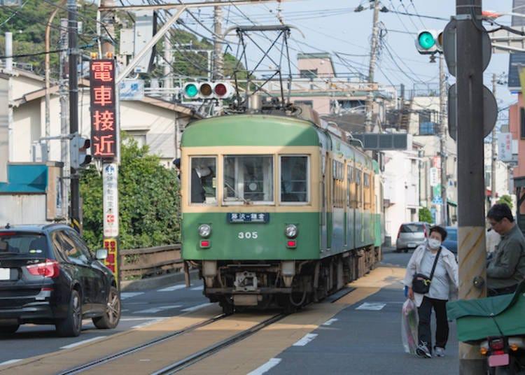 1. Mushinan: Japanese style ice fruit café next to the railroad tracks