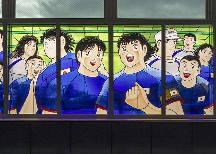 キャプテン翼の巨大ステンドグラスが埼玉・浦和美園駅に!