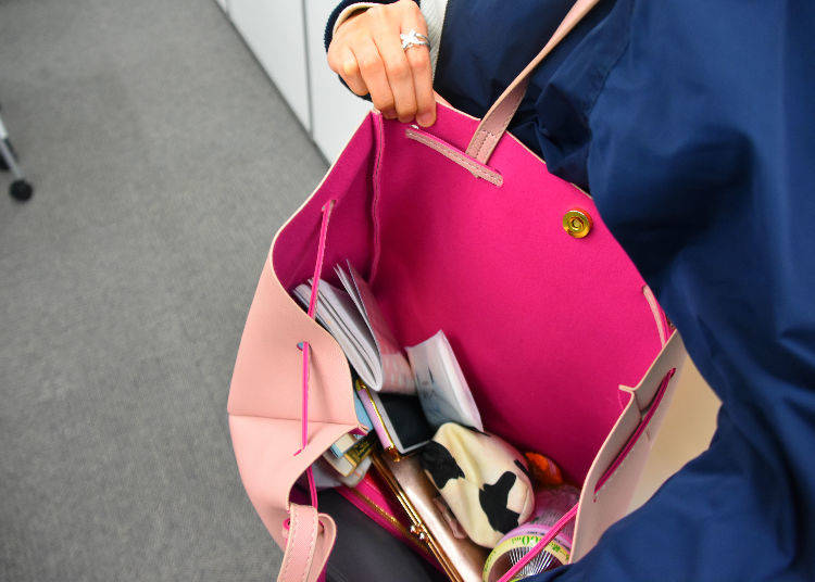 Everything inside Ami's Bag!