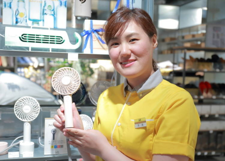 """Compact Fan Perfect for Use in the Office: """"Rechargeable Handy Fan (with aroma tray)"""" 2,300 yen"""