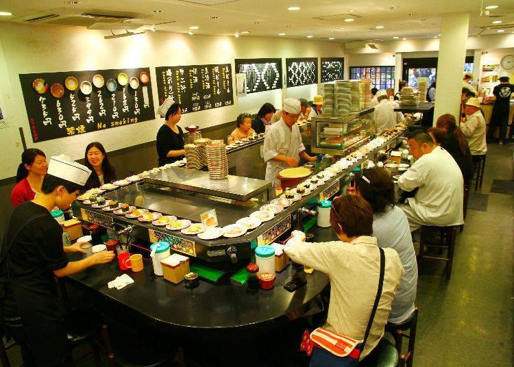 壽司店主要分成2種!大眾平價的「迴轉壽司」與高級感滿載的「吧檯壽司」